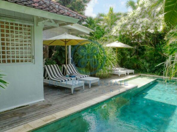 bedroom colonial villa seminyak for rent sale