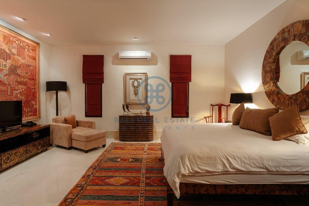 bedroom villa oberoy for sale