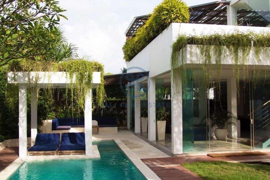 bedroom luxury villa batu bolong for sale rent