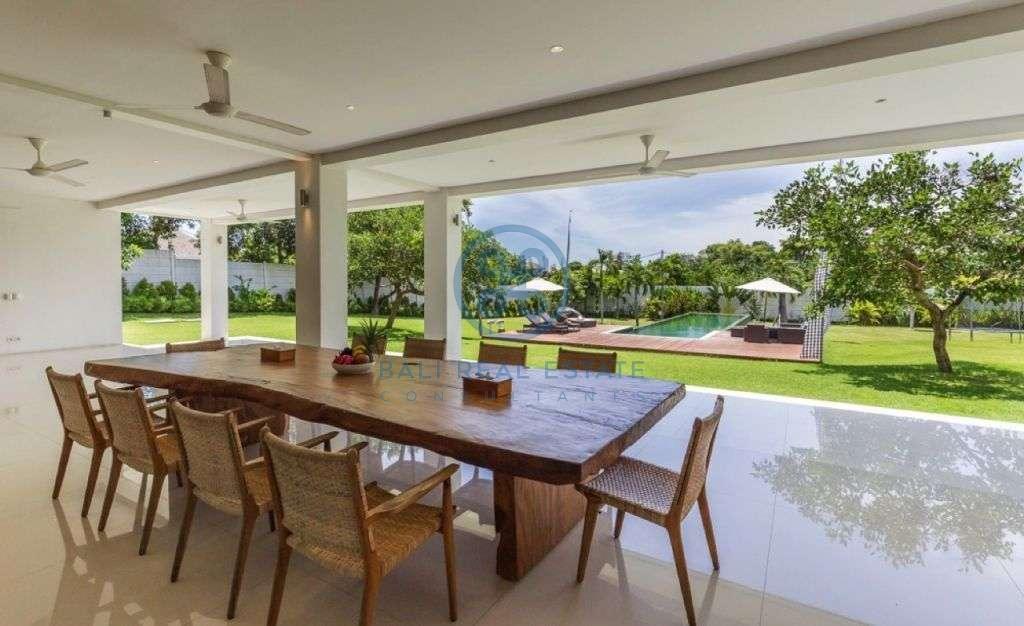 bedrooms villa garden view canggu padonan for sale rent