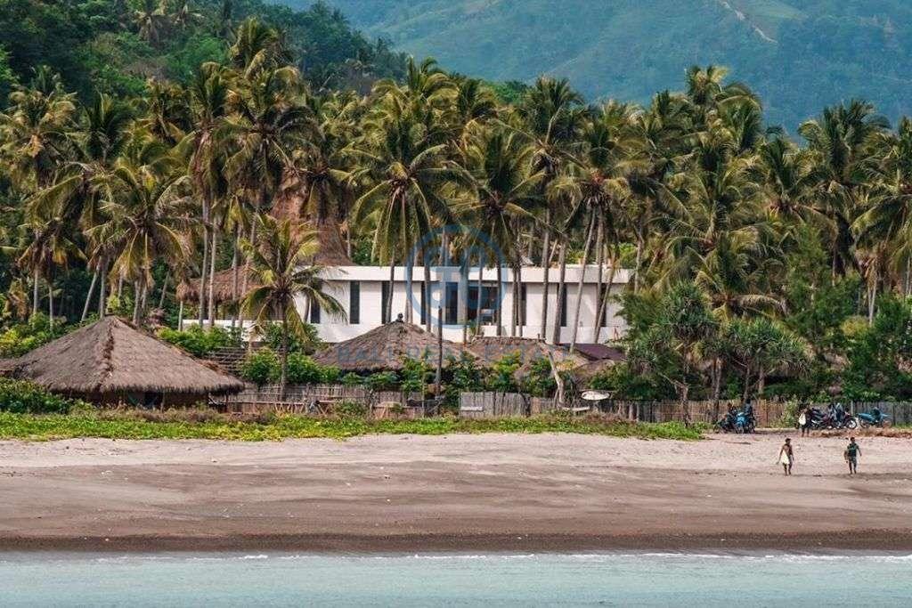 bedrooms villa retreat beachfront view sumba for sale rent