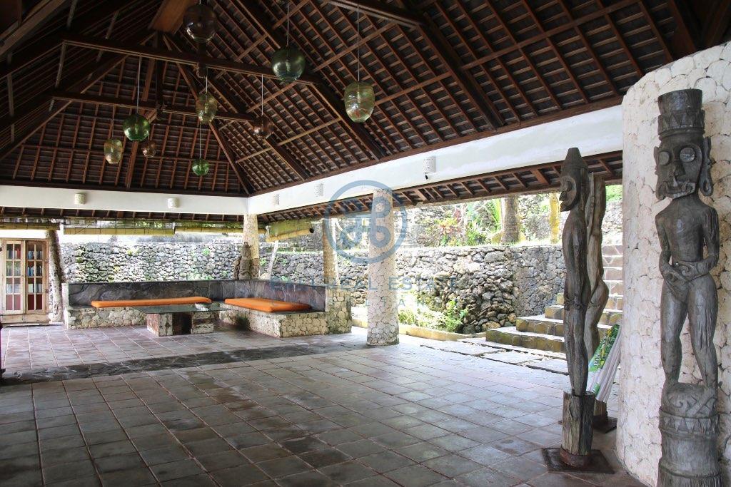 villa beachfront resort in nusa ceningan for sale