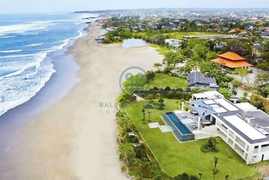 big bedroom beachfront villa in canggu for sale