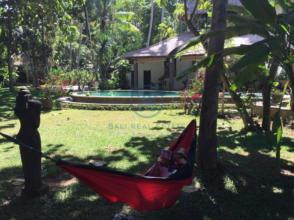 traditional bedroom villa with large garden ubud for sale and rent