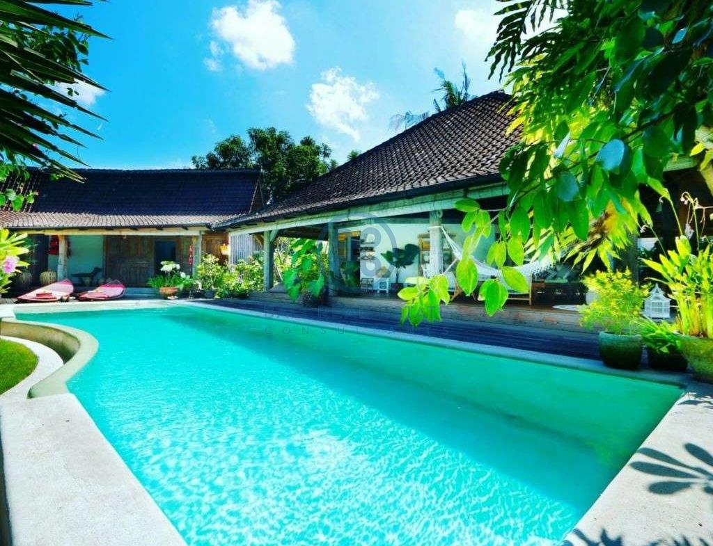 bedroom traditional villa for sale rent