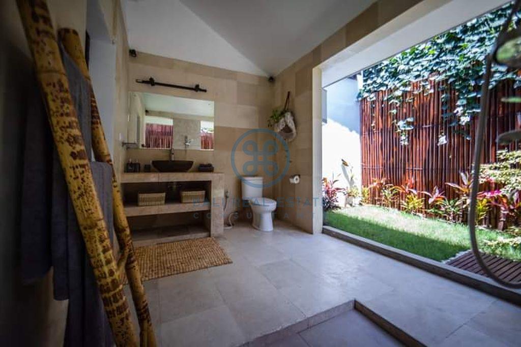bedroom colonial style villa seminyak for sale rent