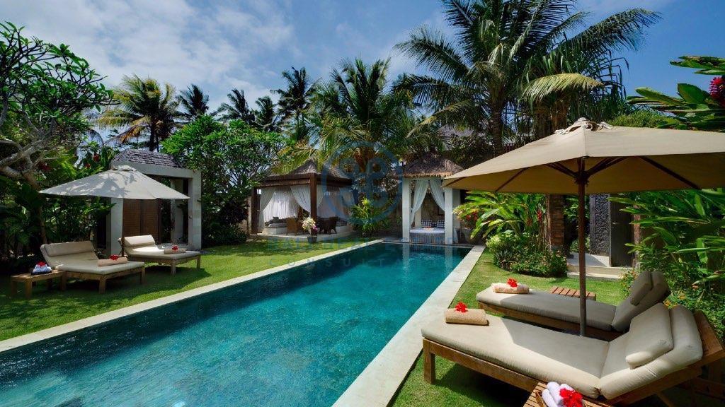 bedroom villa in ketewel semi beachfront for sale