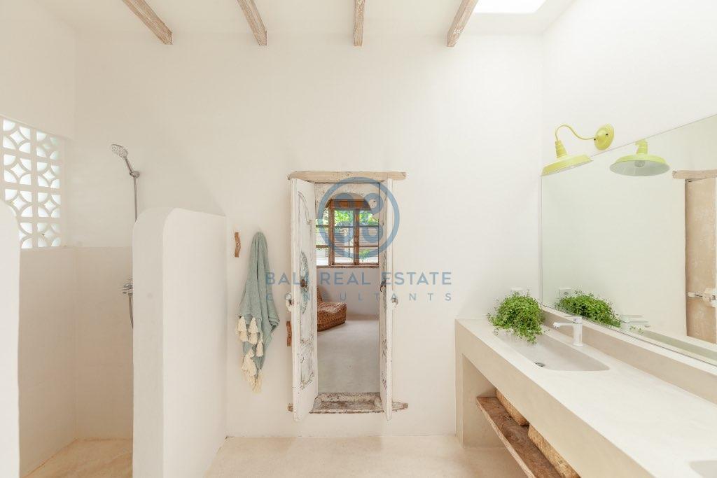 bedroom villa in umalas for sale