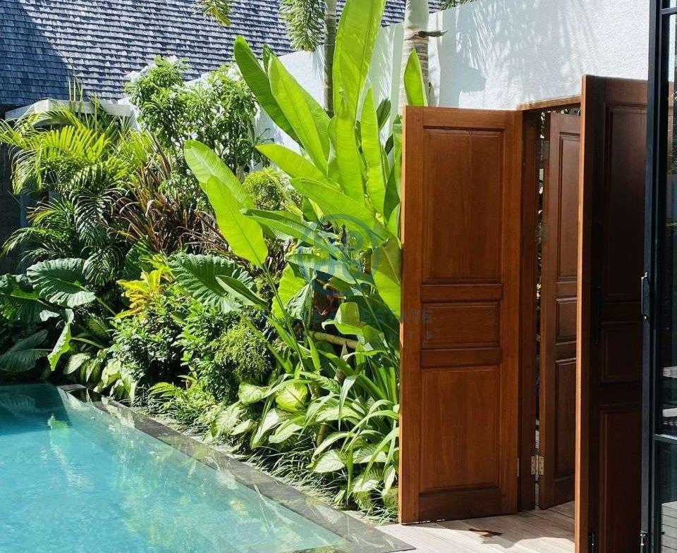 bedroom designer loft villa in pererenan for sale rent