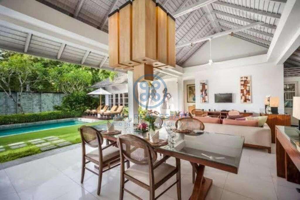 bedroom villa in centre seminyak for sale rent