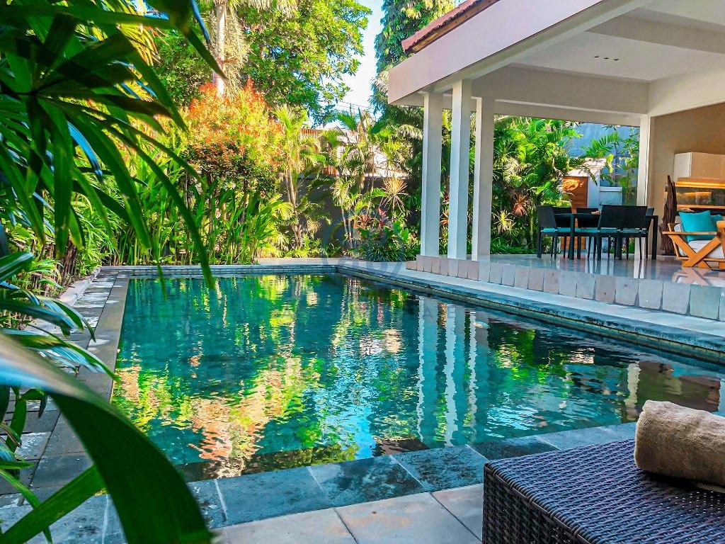 bedroom villa near the beach in seminyak for sale