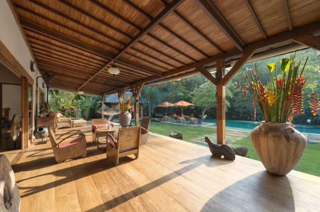 bedroom villa in pererenan for sale