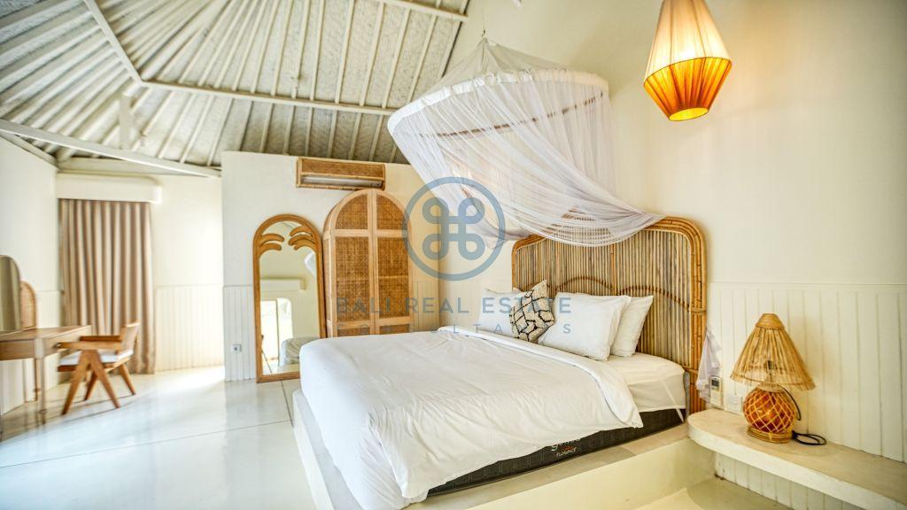 bedroom villa garden view canggu batu bolong for sale rent