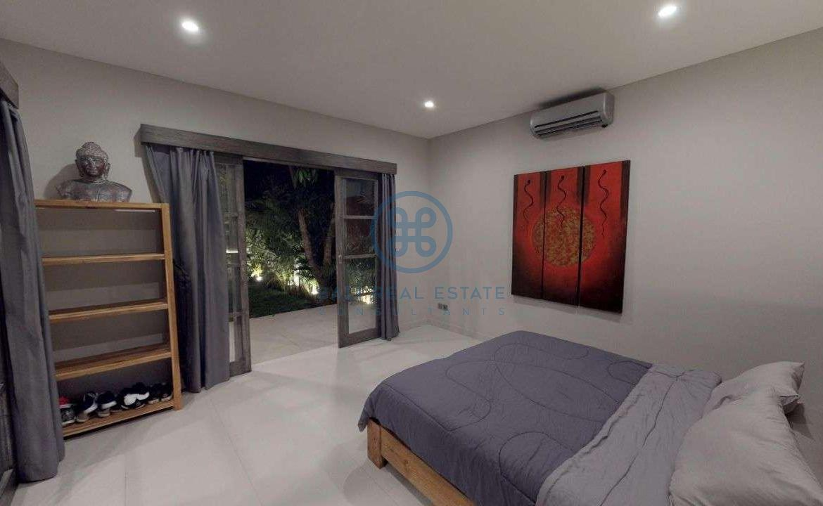 modern bedroom villa with jungle view in pererenan for sale rent